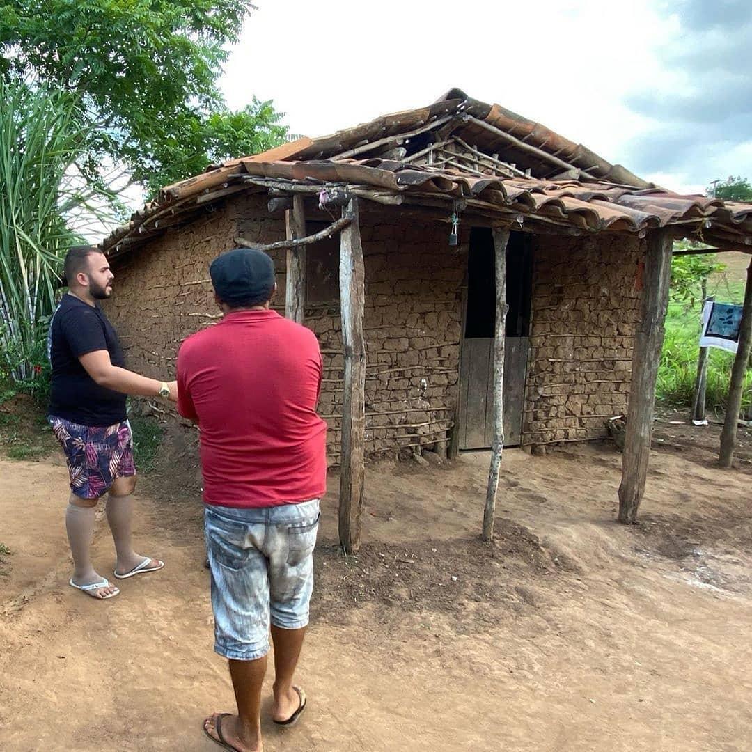 casinha de taipa dos irmãos que vendiam feijão na estrada ao lado pai