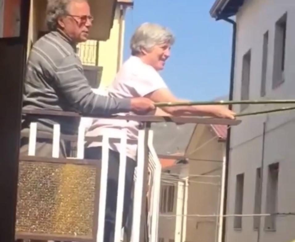 vizinhos italianos brinde a distancia video
