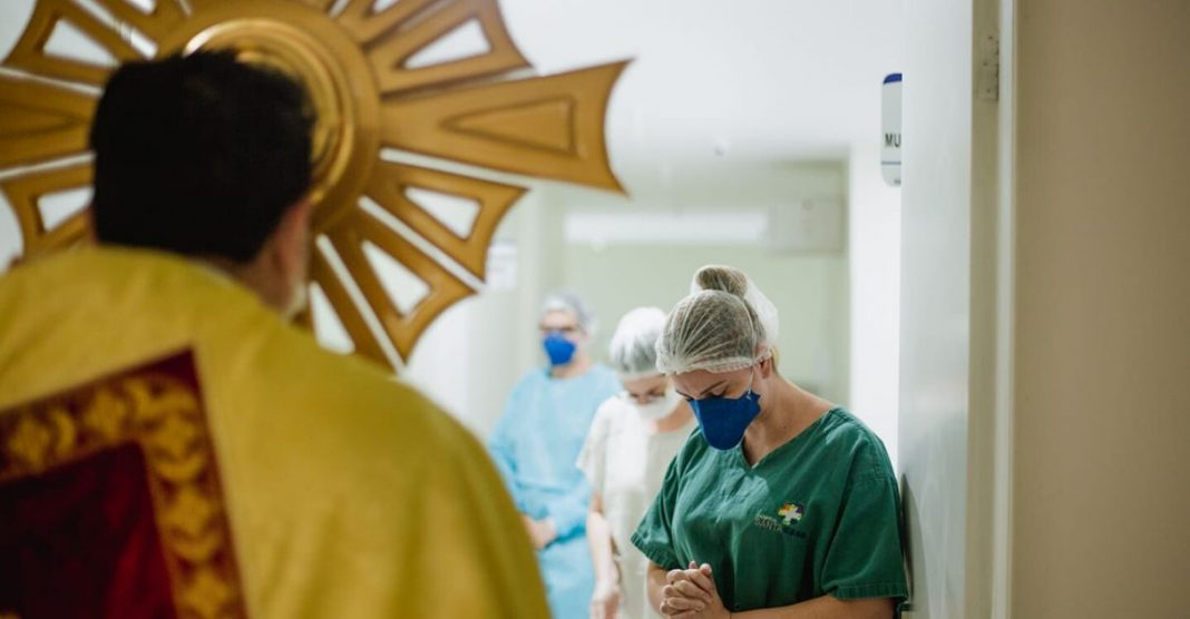 Padre visita Santa Casa trata pacientes Covid-19 relato emocionante