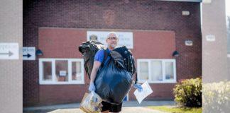 professor caminha por horas para levar comida alunos carentes