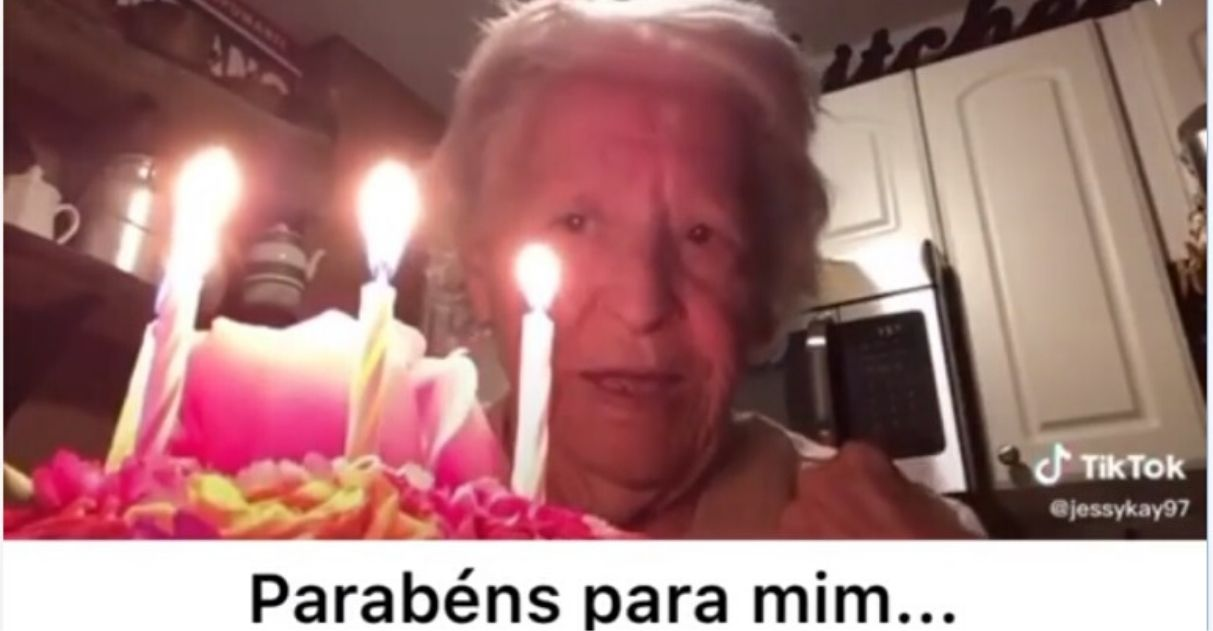 vovó celebra aniversário sozinha vídeo fofo