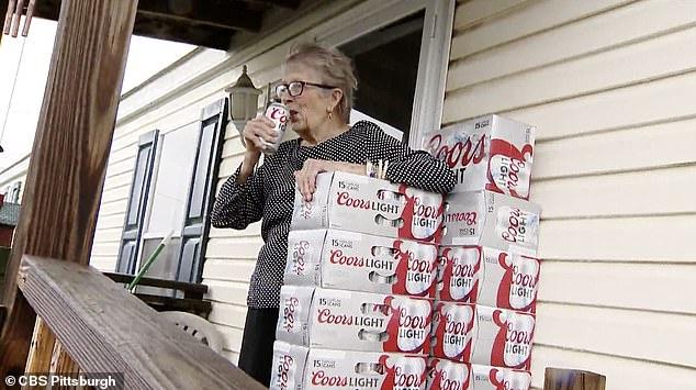 vovó viraliza plaquinha pedindo cerveja