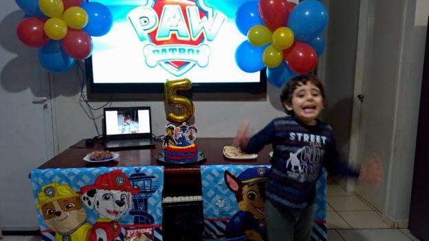 menino autista festa aniversário