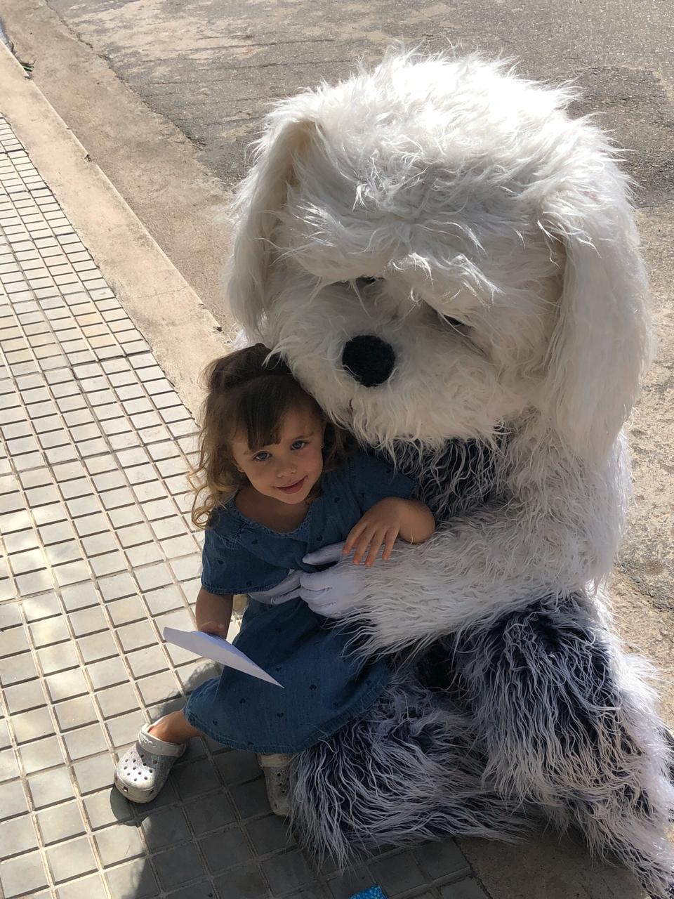 Médico se fantasia de cachorro para abraçar a filha e a esposa grávida em MG 3