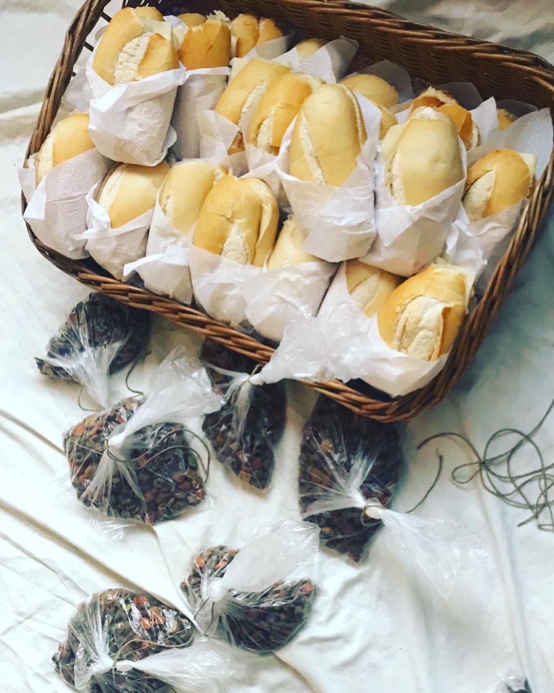 pães em cesta