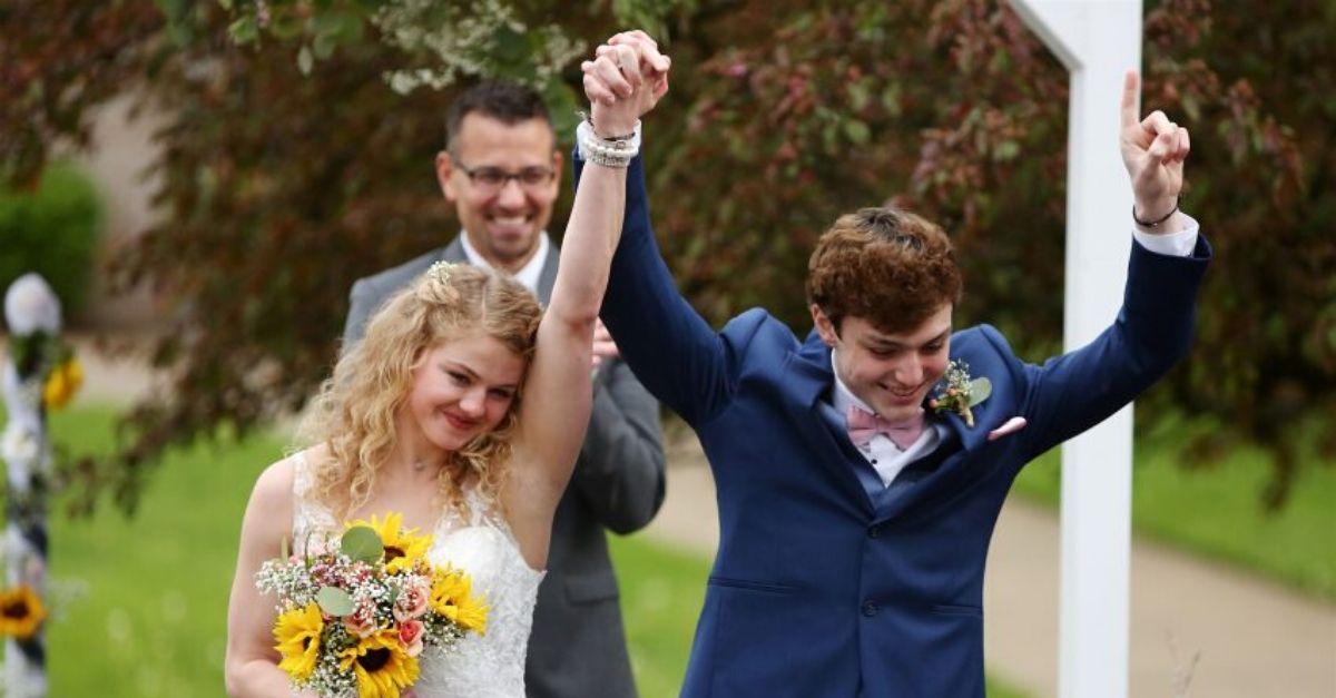 Jovens antecipam casamento após saber que um deles tem apenas 5 meses de vida 1