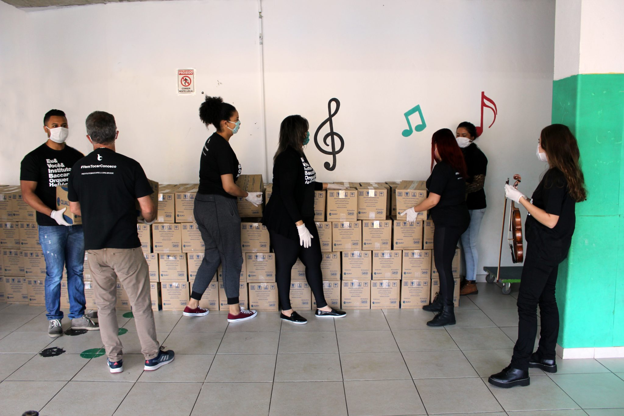 Instituto Baccarelli entrega cestas básicas moradores comunidade Heliópolis