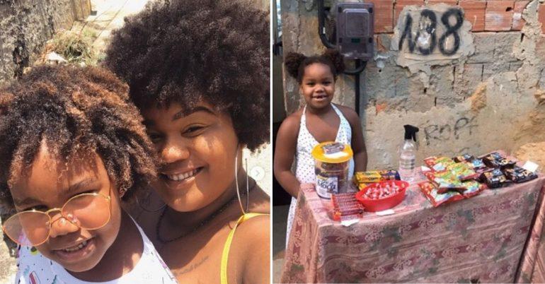Menina com a mãe e ao lado menina com barraquinha de doces