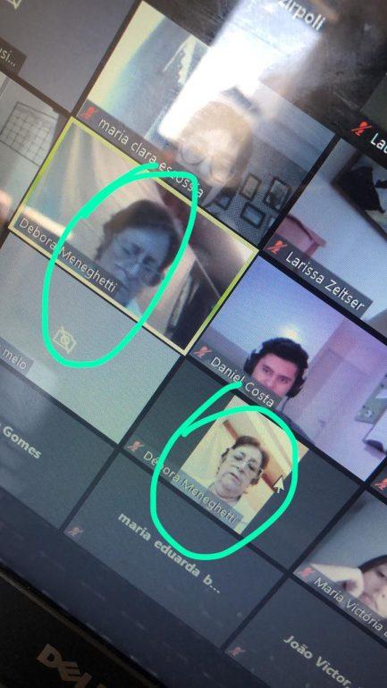 Tela de computador com professora e alunos em videoaula