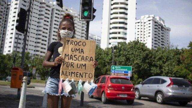 menina que pediu alimento em troca de máscara na rua recebe ajuda