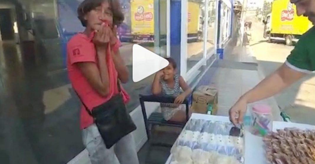Empresa compra todas as cocadas de idosa e coloca internet de graça na casa dela 2