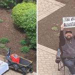 Impedido de visitar esposa grávida, pai orgulhoso escreve mensagens de amor em frente ao hospital