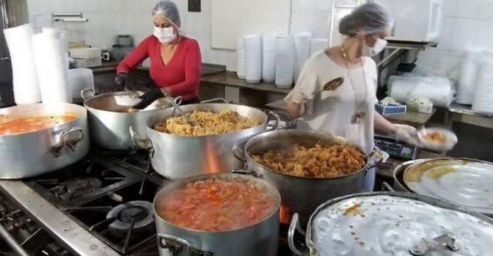 Hotel abre cozinha para produzir 900 marmitas por dia para famílias carentes no PR 1