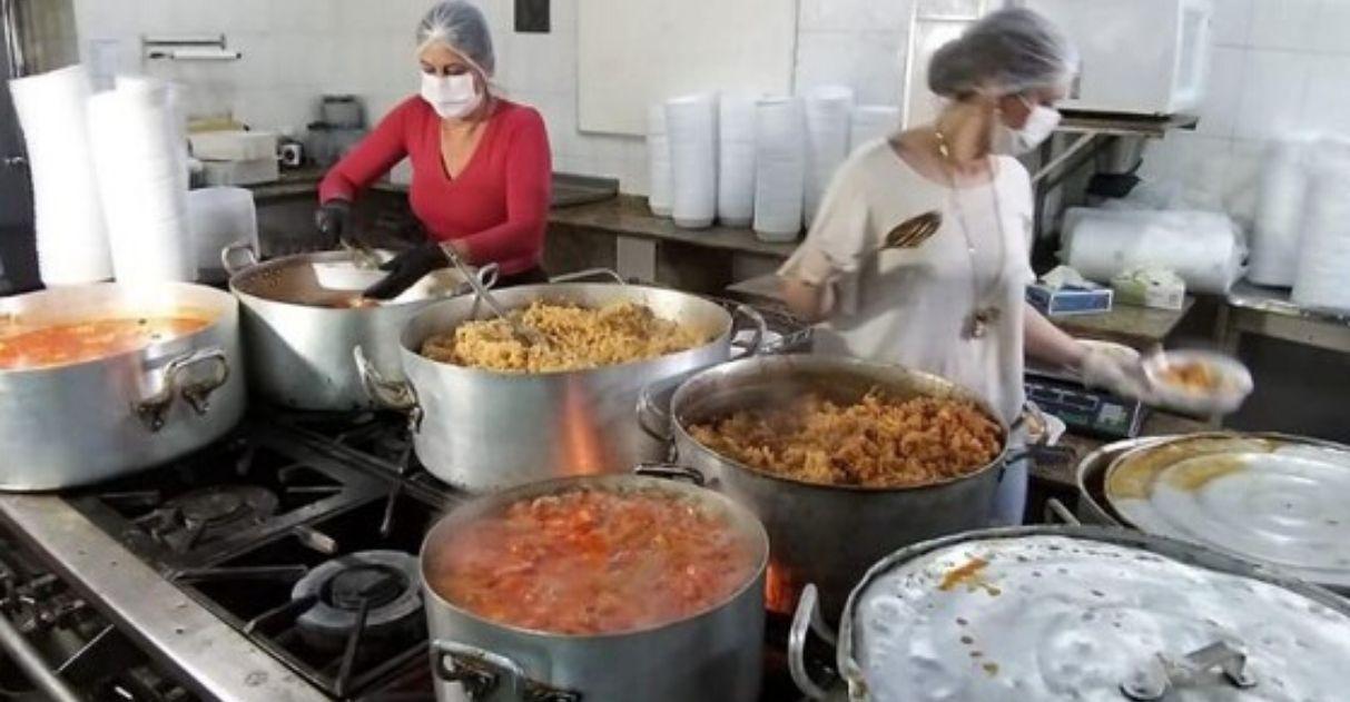 Hotel abre cozinha para produzir 900 marmitas por dia para famílias carentes no PR 6