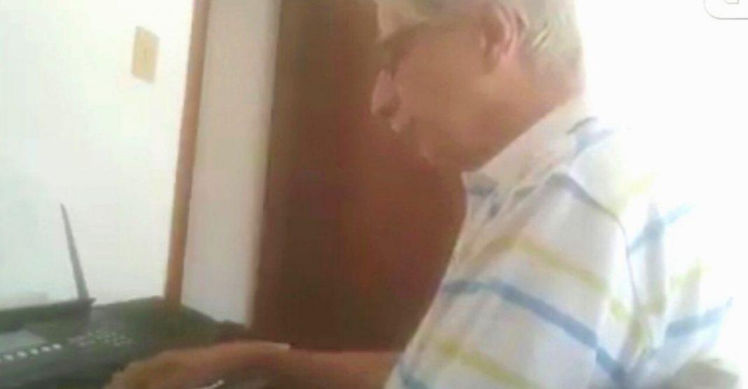 idoso isolado em casa realiza sonho infância aprende tocar piano