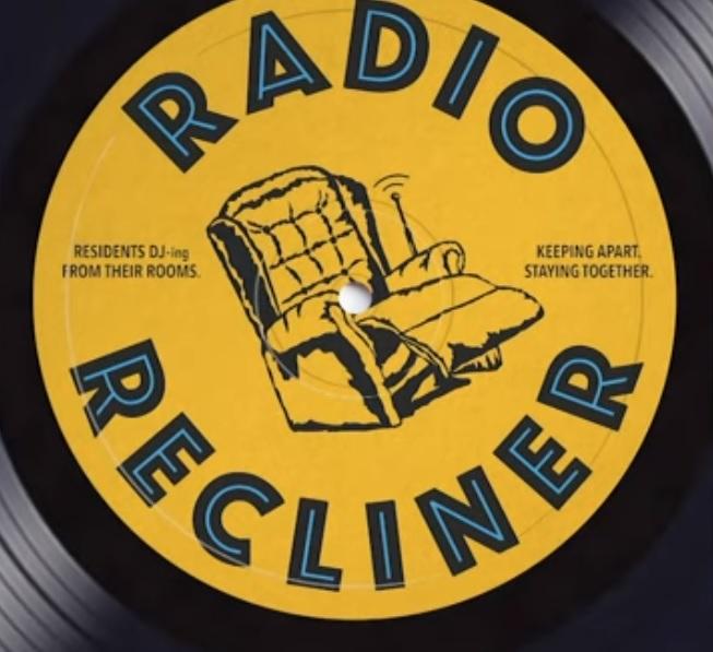 programa de rádio transforma idosos em djs