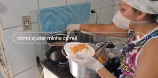 mulher pegando comida panela fogão montar marmita