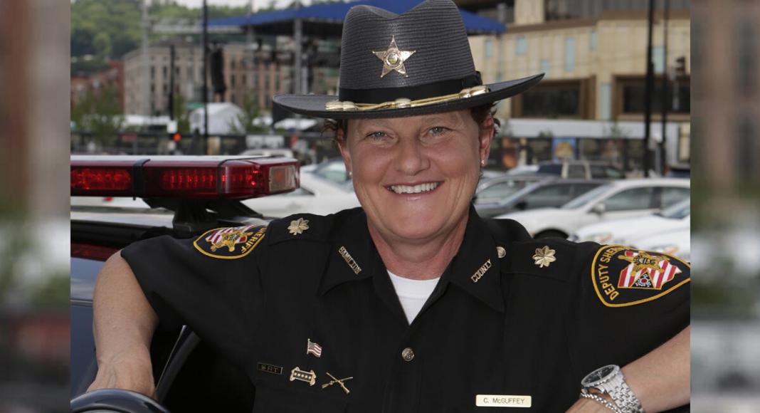 policial demitida chefe homofóbico vence eleições