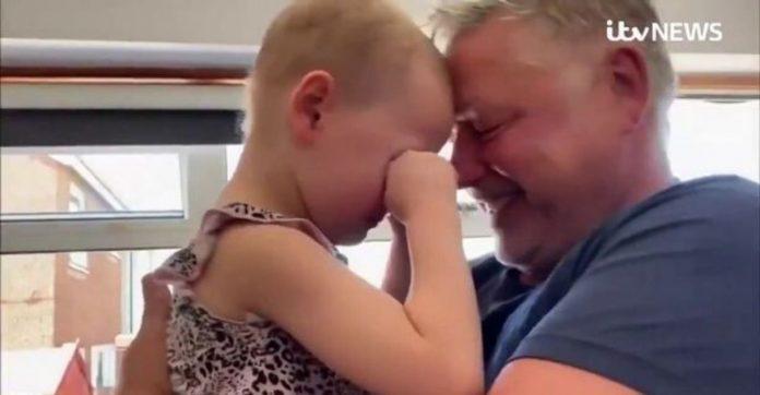 pai e filha com câncer se reencontram após semanas separados covid-19