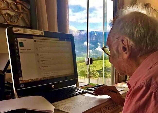 senhor universitário 92 anos 1