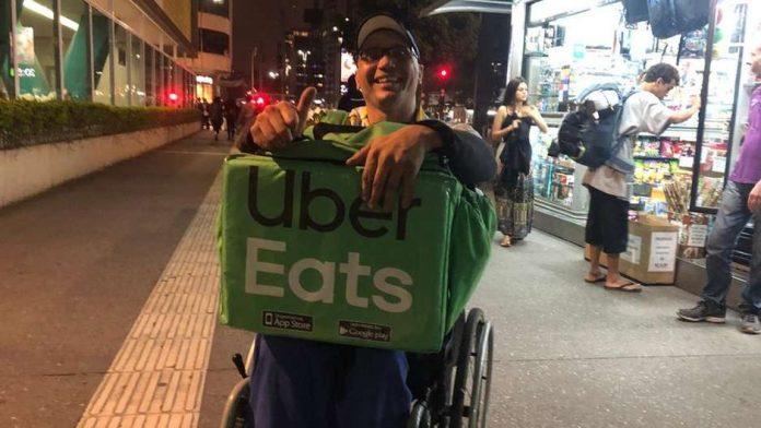 cadeirante entregador uber eats