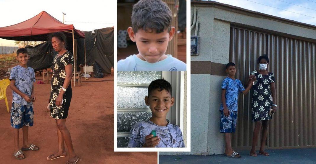 Kauã, menino que trabalhava para sustentar a família, pega as chaves da sua casa nova após vaquinha 3