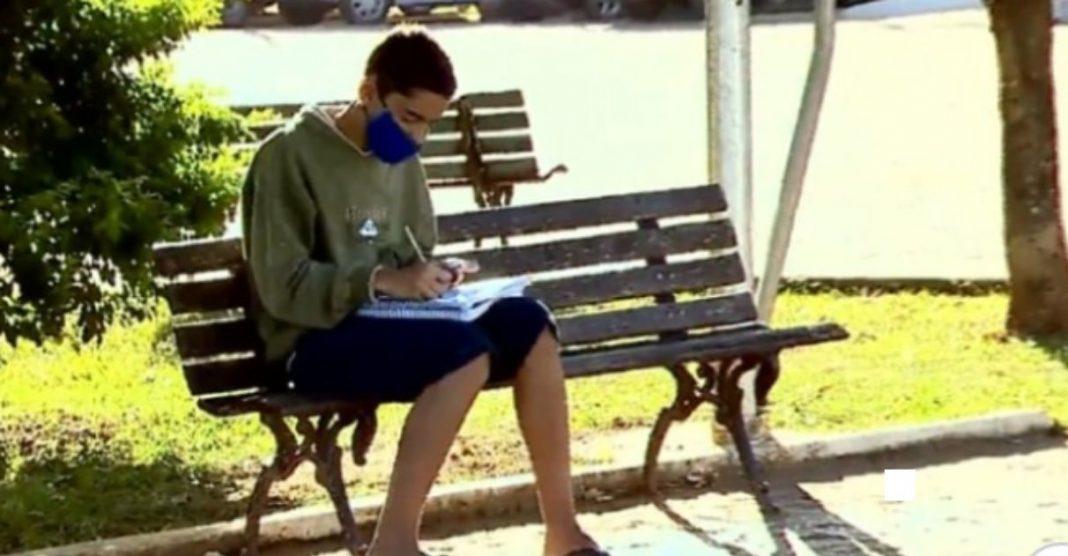 Menino usa wifi de açougue para estudar e internautas criam vaquinha para ajudá-lo 1