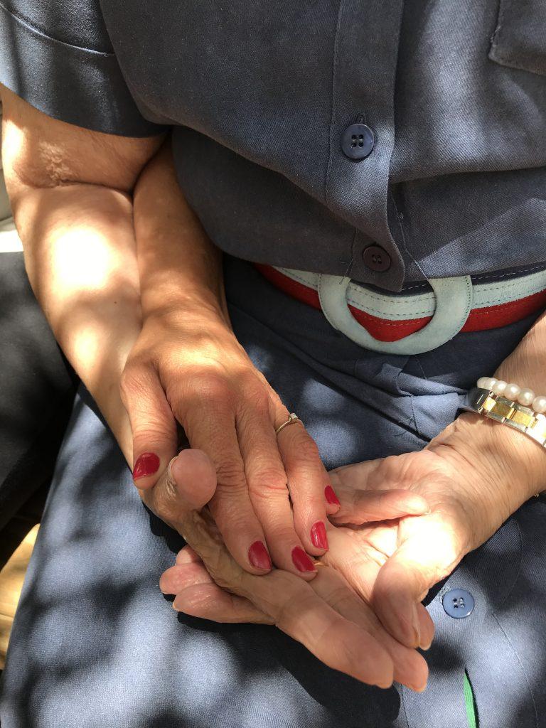mãos mãe e filha