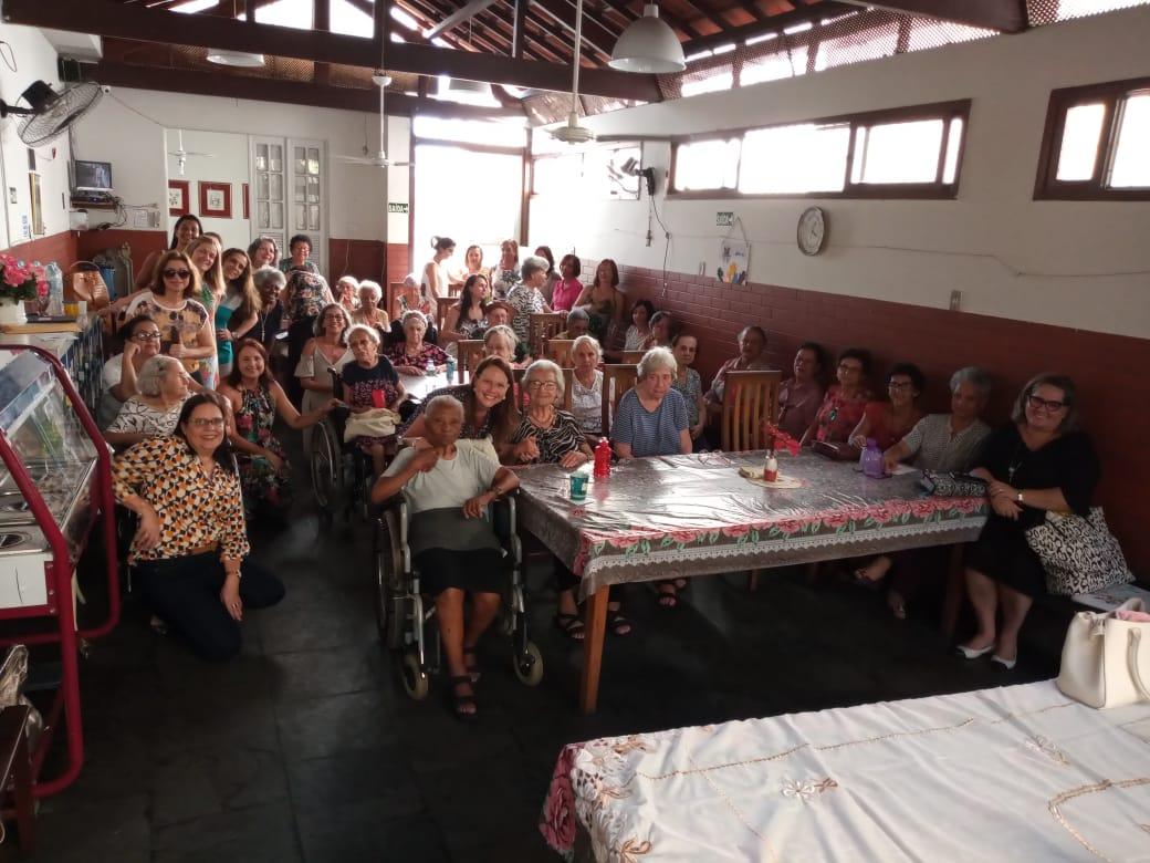 idosas refeitório asilo