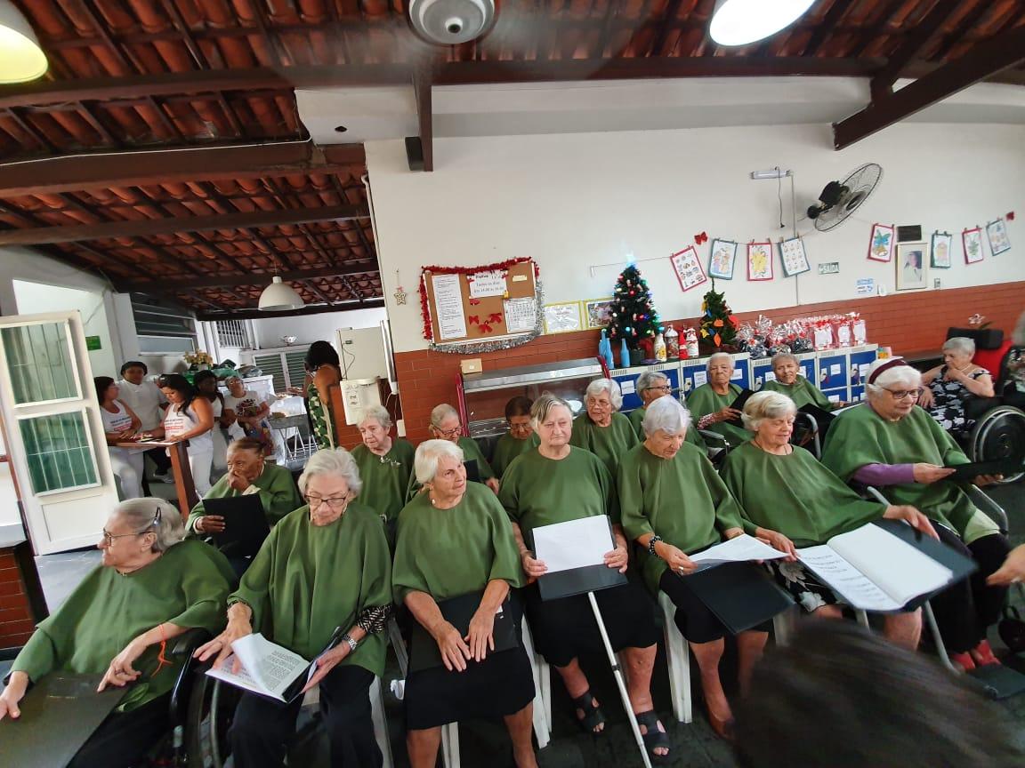 coral idosas asilo sentadas cadeiras