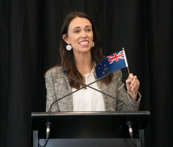 primeira-ministra nova zelândia discursa tribuna