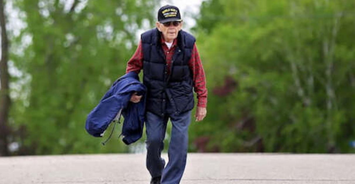 Vovô comemora 100 anos andando mais de 160km para arrecadar doações para os mais vulneráveis 1
