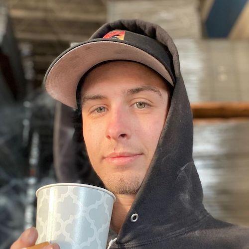 Travis contente após largar o vício em drogas