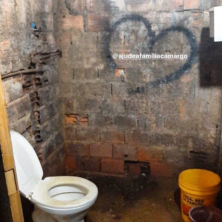 banheiro paredes sem reboco barraco
