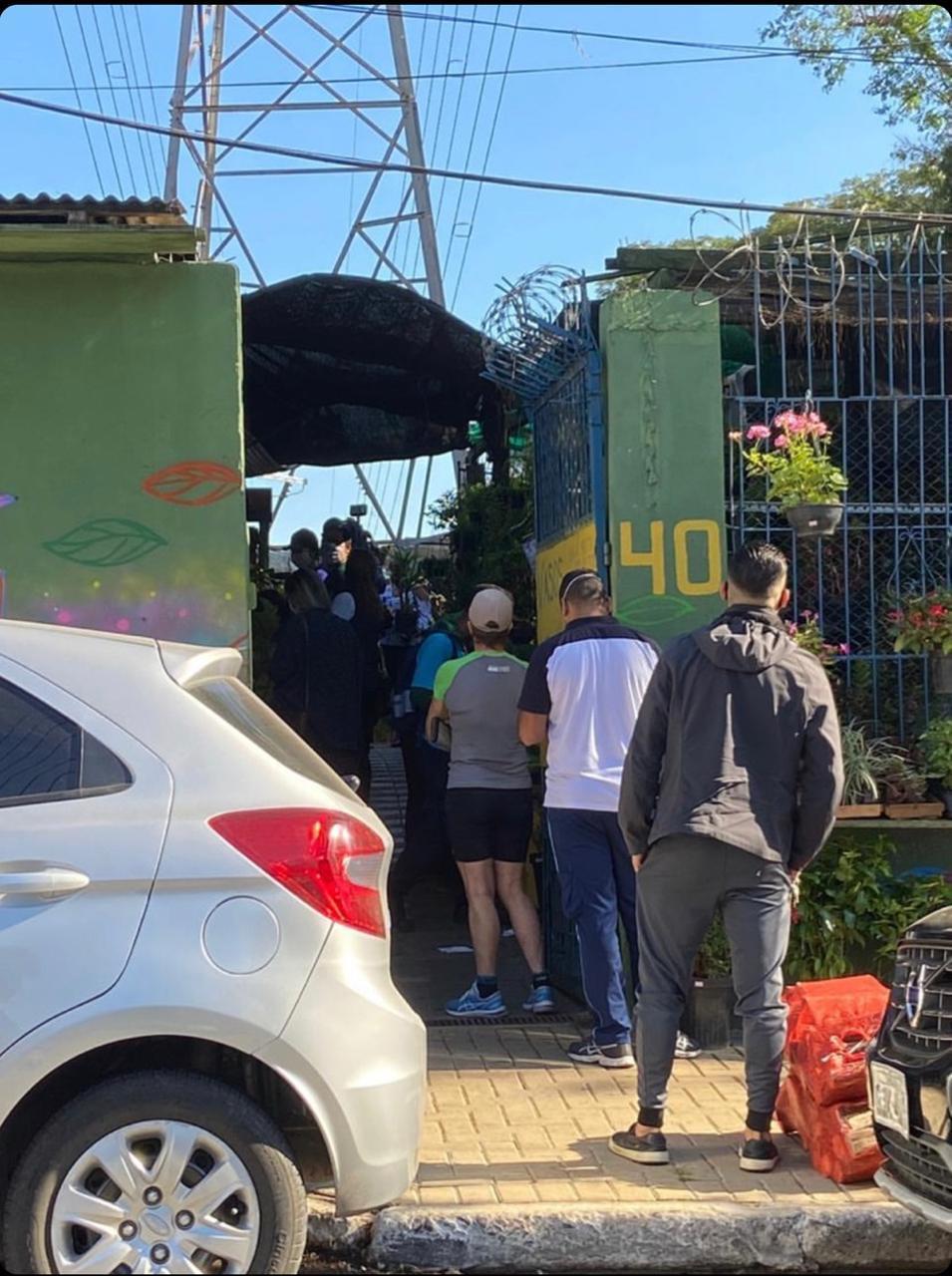 fila pessoas entrada negócio idoso insumos acessórios jardim