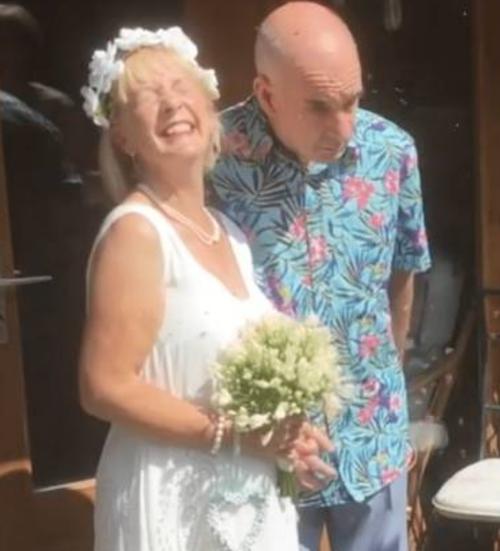 Bill e Anne Duncan felizes após o casamento