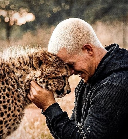 dean com leopardo