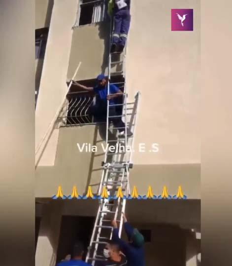 garis escada tirar cachorro janela apartamento incêndio