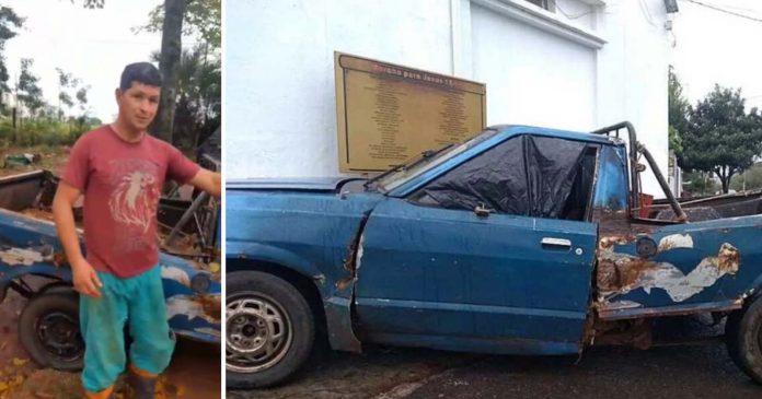 jardineiro mostra carro velho usa trabalhar