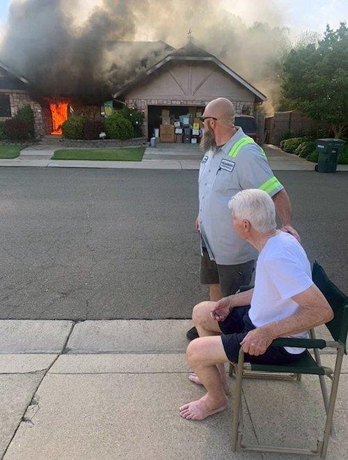 lixeiro salva casal idosos 1