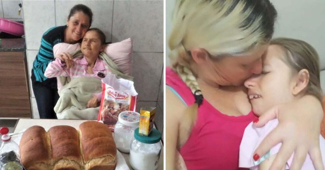 mãe filha sorrindo atrás mesa pão