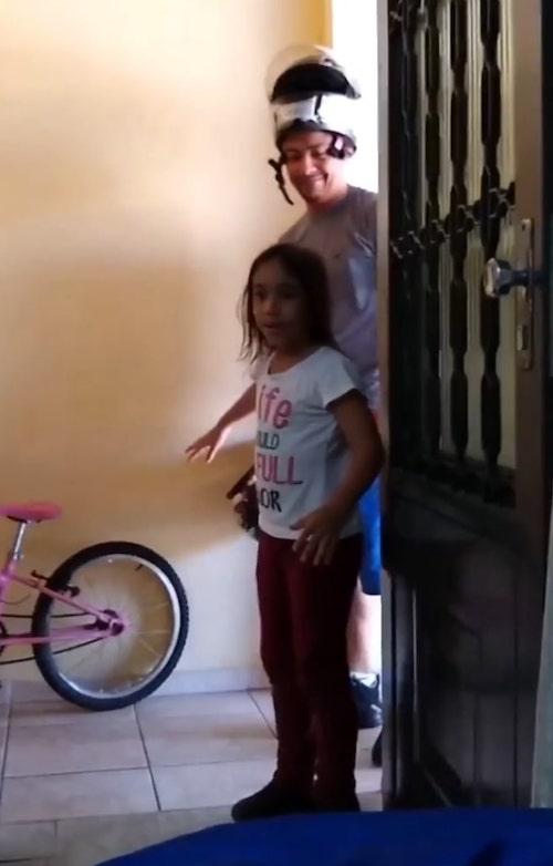 Eduarda Pedroso surpresa ao ver a irmã recém nascida