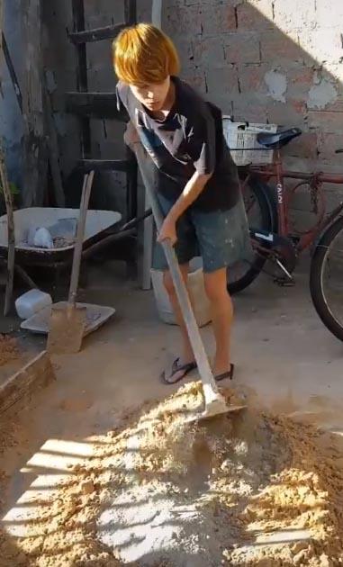Casal de mulheres que construiu a própria casa ensina serviços de pedreiro e viraliza 2