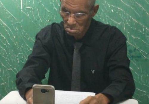 senhor 80 anos formou 3