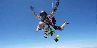 Vovô 103 saltando de paraquedas