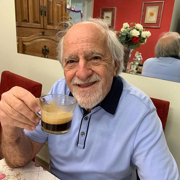 ary-fontoura-bebendo-cafe