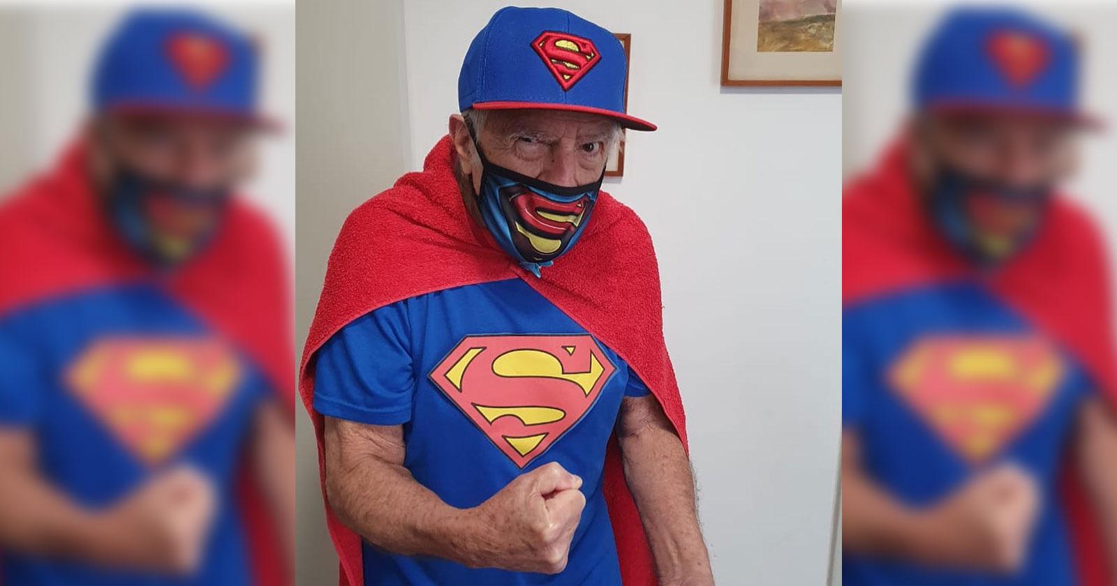 ary fontoura fantasiado super-homem