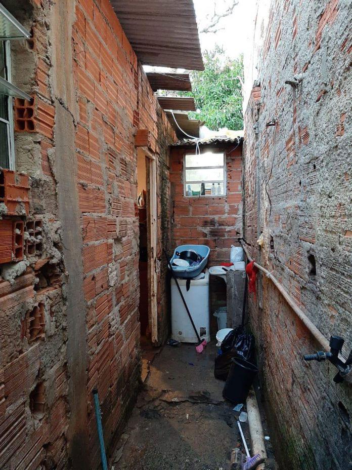 paredes casa sem reboco área serviço