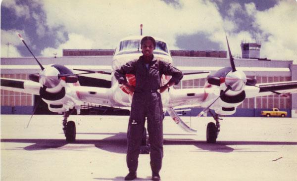 Pilota de avião negra