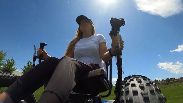 Marido cria cadeira de rodas off-road para a esposa ir a lugares que nunca imaginou 6